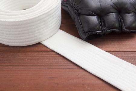artes marciales: Cinturón - accesorio de vestir para clases de karate en las artes marciales.