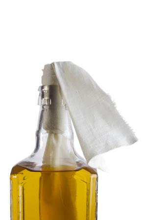 Glas Brandbombe oder ein Molotow-Cocktail auf einem weißen Hintergrund Standard-Bild - 59038286