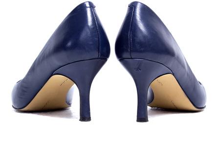 白い背景の上のペアの女性の靴
