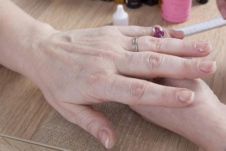 Professional manicure procedure in beauty salon. Hands close up. 版權商用圖片