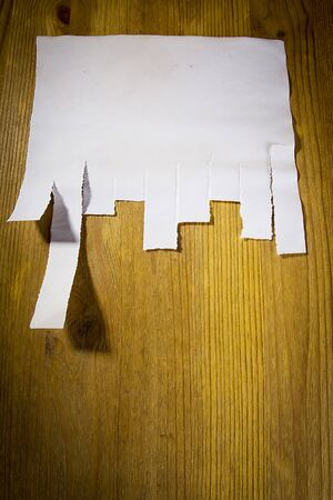 Paper for announcement with tear-off strip on a wooden wall Imagens