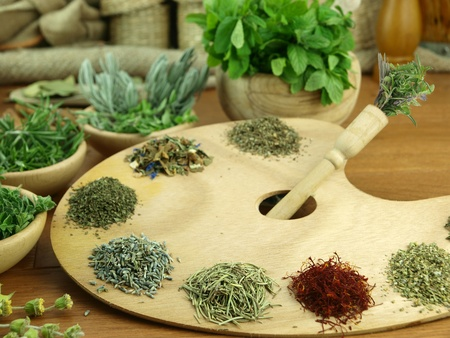 gew�rze: Herbs and spices on a wooden palette