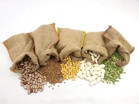 leguminosas: Sacos de yute con un legumbres variadas
