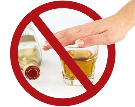 prohibido: Un vaso de whisky en un signo de prohibici�n