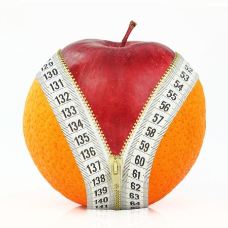 mujer celulitis: Dieta contra la grasa y frutas Foto de archivo