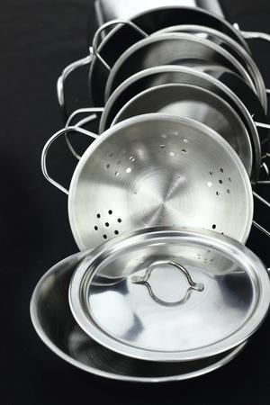 steel pan: Grupo de los utensilios de cocina de acero inoxidable
