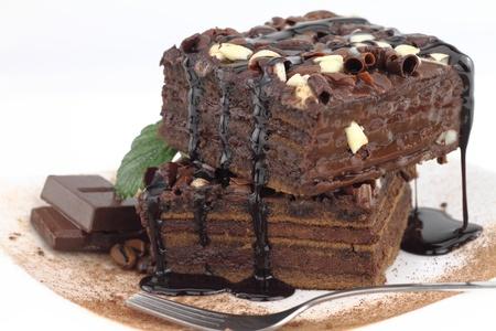 trozo de pastel: Pastel de chocolate en un plato