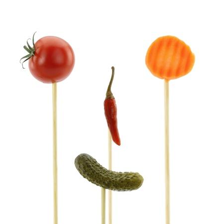 ni�os cocinando: Frente a los alimentos divertido de las verduras Foto de archivo