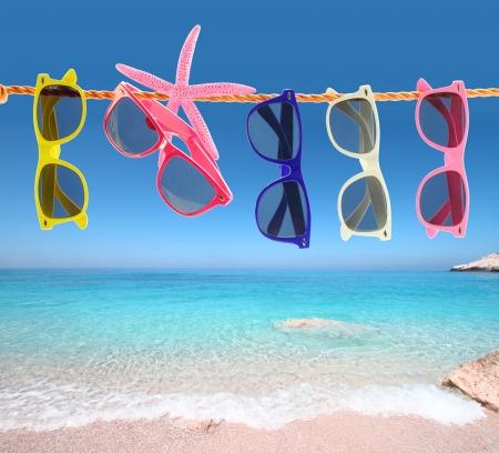 sunglasses: Colecci�n de gafas de sol en la playa