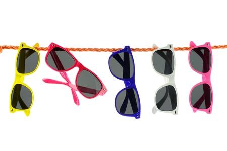 eye wear: Gafas de sol colgando de una cuerda