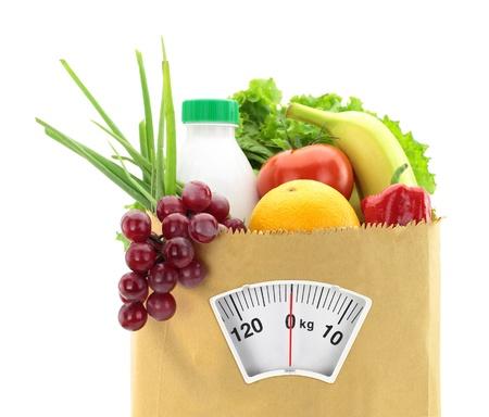 dieta sana: Dieta saludable. Los alimentos frescos en una bolsa de papel