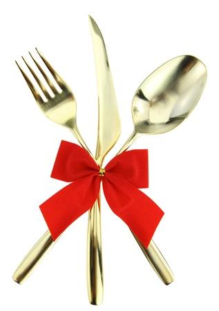 cuchara y tenedor: Navidad cubiertos. Cuchara, tenedor y cuchillo apilados sobre fondo blanco