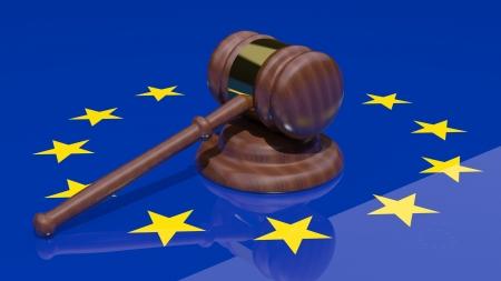 political system: Gavel en la bandera de Europa Foto de archivo
