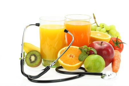 nutrición: La alimentación saludable. Frutas, verduras, jugos y estetoscopio
