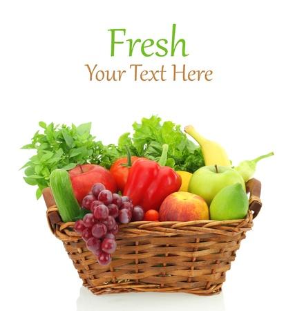 cesta de frutas: Las frutas y verduras en la canasta Foto de archivo