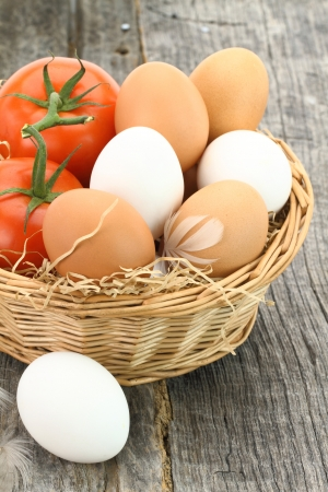 cholesterol free: Fresh eggs and tomatoes in the basket