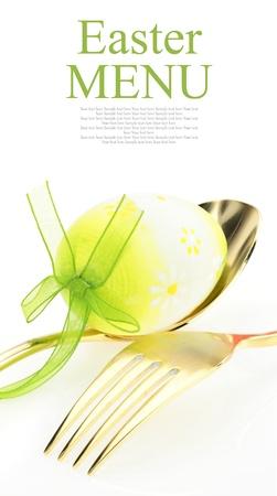 buona pasqua: Menu di Pasqua. Cucchiaio con forchetta e uovo di Pasqua Archivio Fotografico