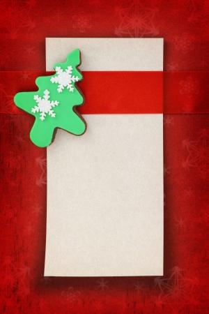weihnachtskuchen: Weihnachtskarte mit Baum Cookie auf Stoff Hintergrund