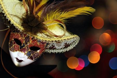 antifaz de carnaval: Vintage carnaval máscara delante de fondo luces