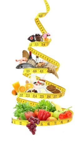 piramide alimenticia: Dieta pir�mide alimenticia con cinta m�trica Foto de archivo