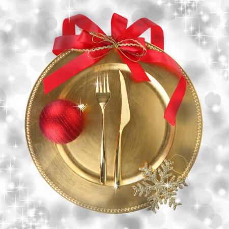 Zlatý vánoční talíř na pozadí elegance Reklamní fotografie