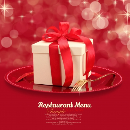 christmas catering: Festive table setting with gift box on a plate  Stock Photo