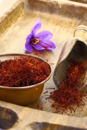 safran: Dried saffron spice and Saffron flower