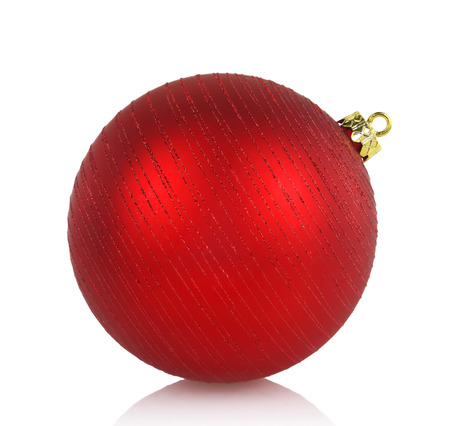 kerstbal rood: Large red Christmas ball isolated on white