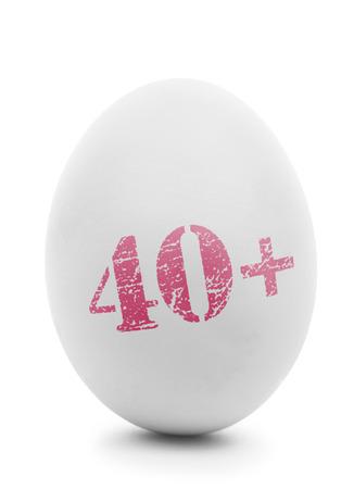 ovarios: Clara de huevo con sello de color rosa de 40 aislados en blanco