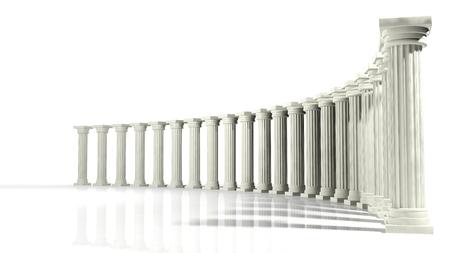 흰색에 고립 된 타원형 배열에 고대의 대리석 기둥
