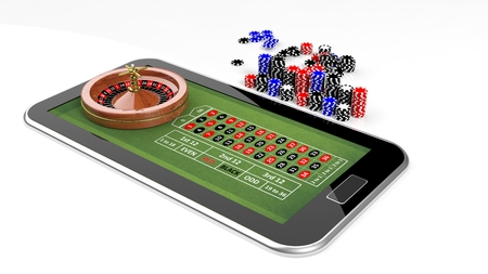 ruleta de casino: Concepto de casino en l�nea con la tableta, la ruleta y fichas aislados Foto de archivo