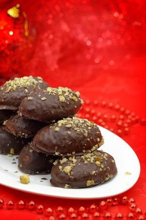 cioccolato natale: Dessert di Natale tradizionale ricoperti di cioccolato