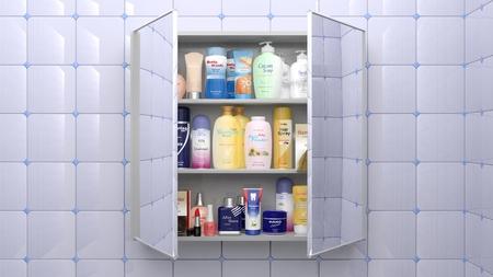 Verschiedene Kosmetika und Körperpflegeprodukte im Badezimmer Schrank