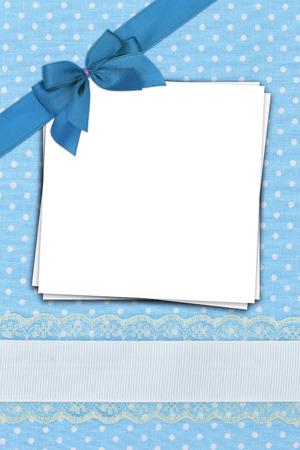 battesimo: Pila di documenti in bianco su sfondo blu pois