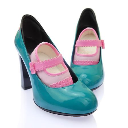Baby-Schuhe auf High Heels Mamas