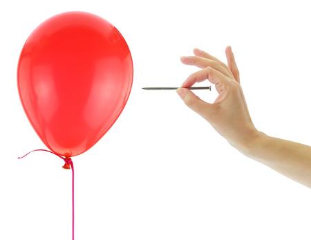 Nagel op het punt om een ballon op een witte pop Stockfoto