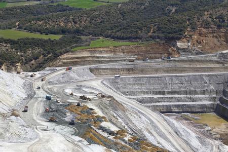 site minier dans les montagnes