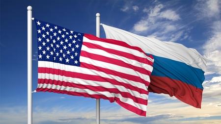 bandera rusia: Agitando banderas de EE.UU. y Rusia en asta de bandera, en el fondo del cielo azul. Foto de archivo
