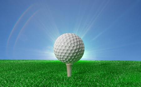 golf  ball: Pelota de golf en el césped verde, con el cielo azul en el fondo Foto de archivo