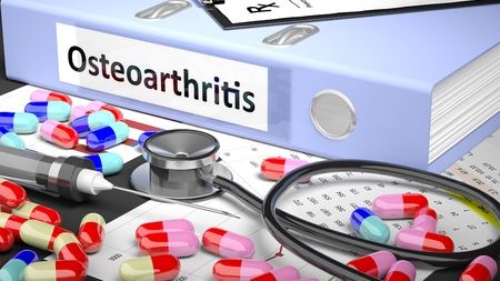 artrosis: Ilustraci�n de escritorio del doctor con diferentes p�ldoras, c�psulas, statoscope, jeringa, carpeta de color azul claro con la etiqueta 'osteoartritis'