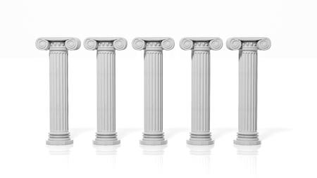 Vijf oude pijlers, die op witte achtergrond.