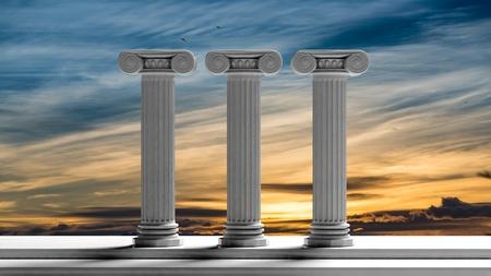 Trzy starożytne filary z tle zachodu słońca nieba.