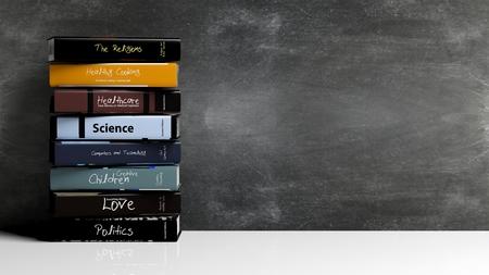 soumis: Des piles de livres avec des sujets divers, avec un fond tableau noir. Banque d'images