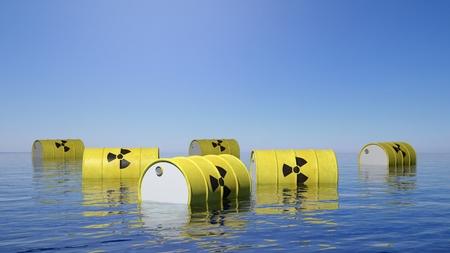 riesgo biologico: Los barriles amarillos de residuos radiactivos de riesgo biológico que flotan en la superficie del mar