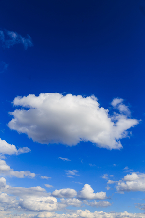 青空: Blue sky with white clouds background.