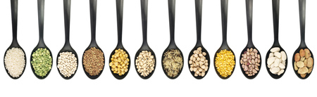 leguminosas: Variety of raw legumes and rices in spoons on white background