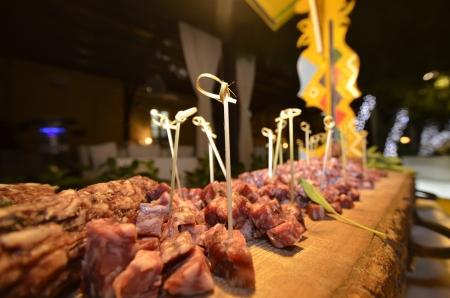 salame: cucina tipica siciliana, salame, tagliere  Stock Photo