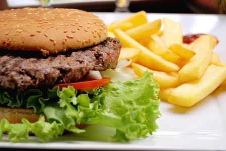 burger bun: Hamburger with fries