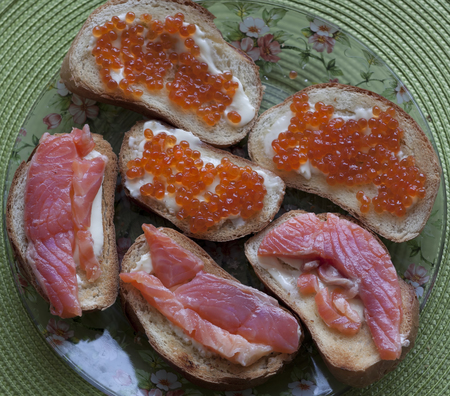 sandwiche: Sandwiches with red caviar and salmon. View from above Stock Photo