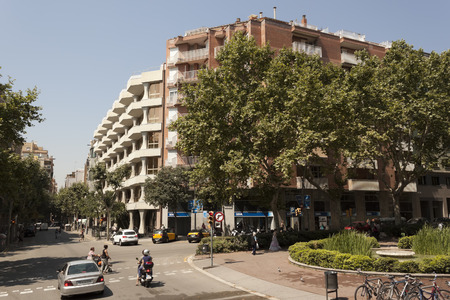 crossway: BARCELONA, SPAIN - JULY 12, 2013: Traffic on the streets of Barcelona Editorial